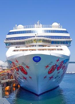 Norwegian Pearl docked in Los Angeles