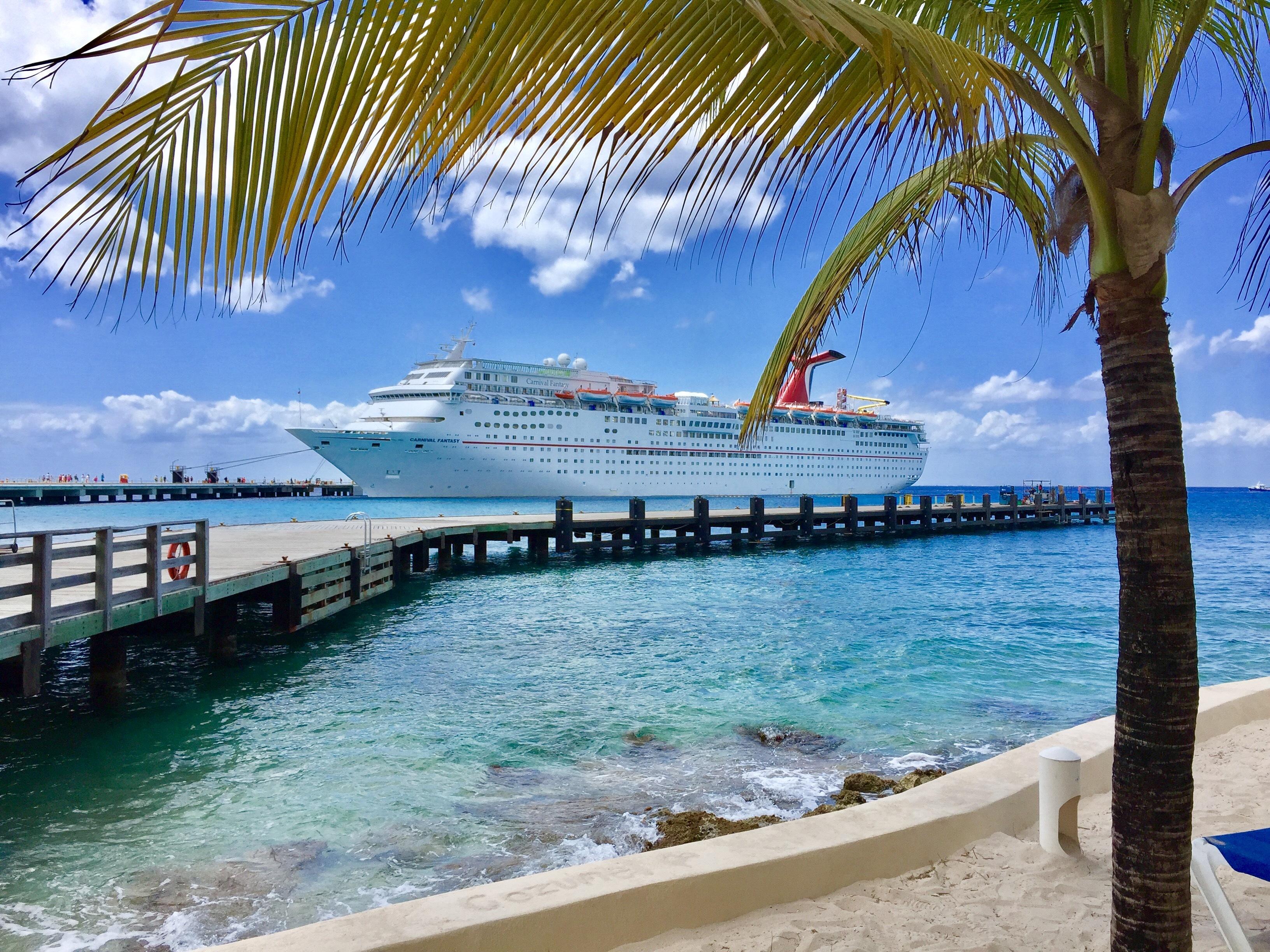 Carnival Fantasy Cruise Ship Reviews And Photos Cruiselinecom - Cruise ship mobile alabama