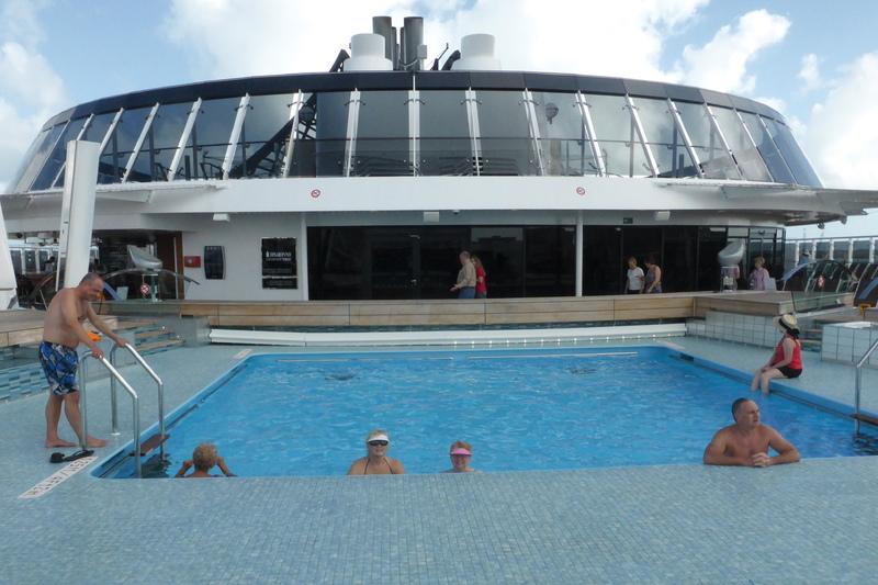 Ship Pool - MSC Divina