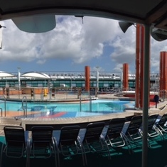 Freedom of the Seas main pool deck