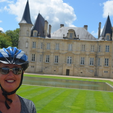 Pauillac - Biking through the vineyards to chateaux and wine tastings!