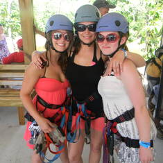 Zip lining in Isla Roatan