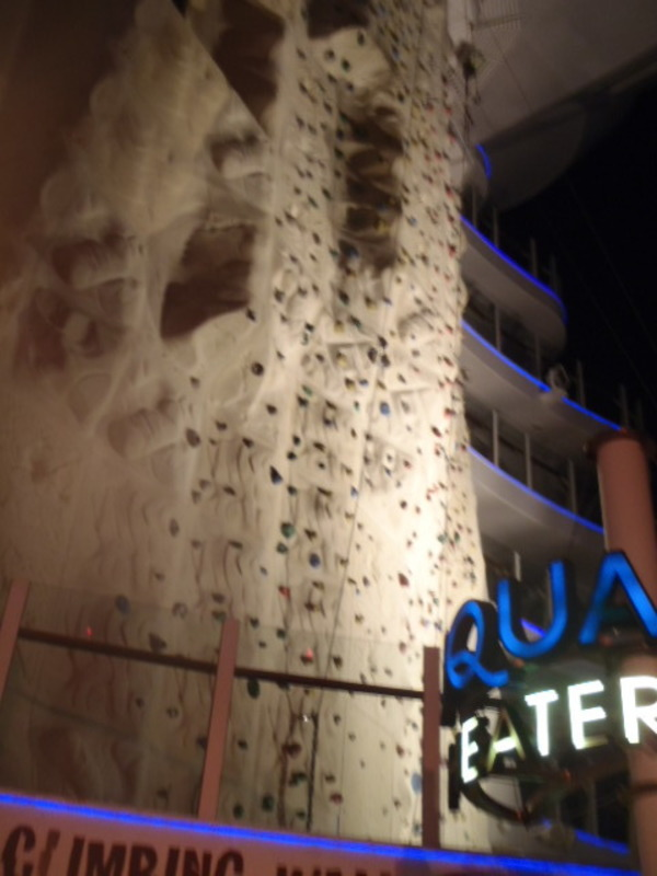 Rock wall - Oasis of the Seas