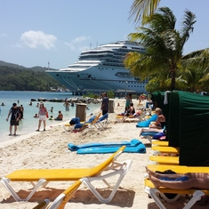 Valor is right beside the beach in Roatan, Honduras, an easy 6-8 minute stroll.