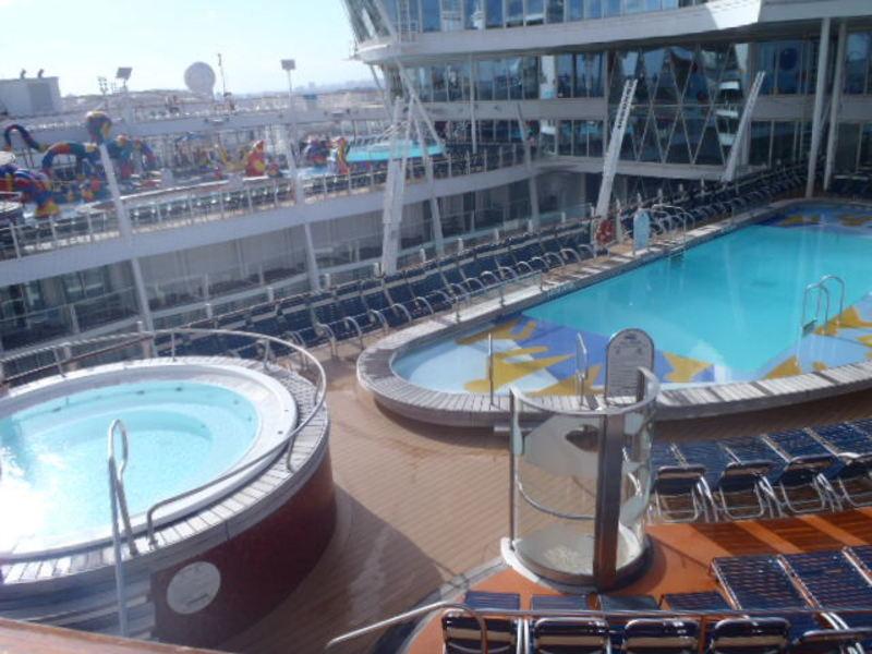 Pool deck - Oasis of the Seas