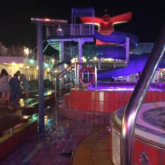 Lido Deck - Nightlife