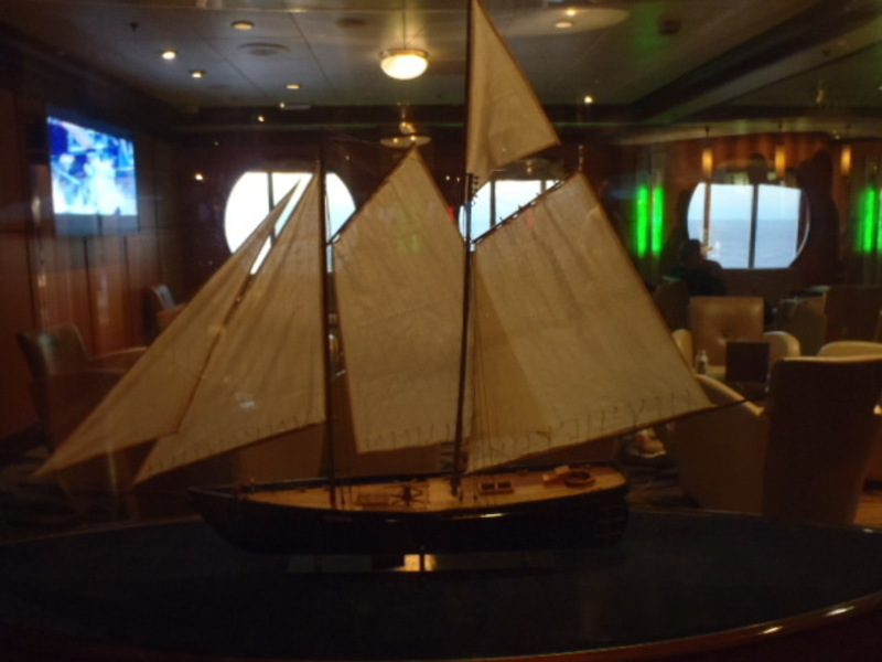 Schooner Bar - Empress of the Seas