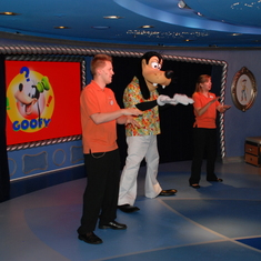 Goofy performing in Oceaneer Club