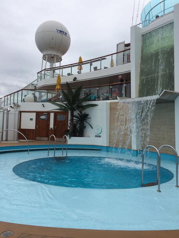 Serenity pool - Carnival Sunshine