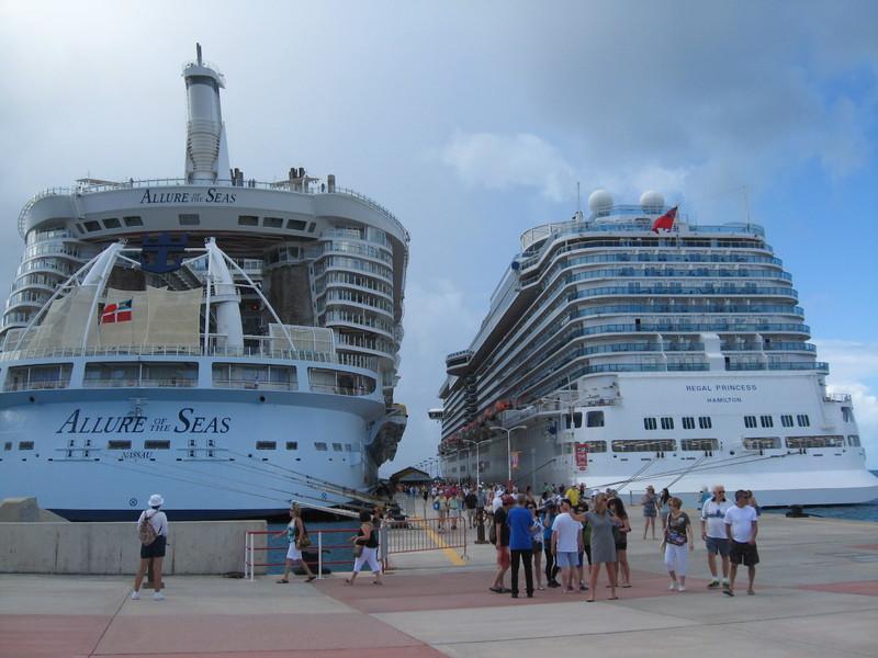 Philipsburg, St. Maarten - St Maartins, 7 ships in this day