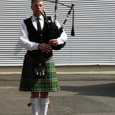 Our welcoming bagpiper