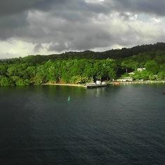 Mahogany Bay, Roatan, Bay Islands, Honduras - pulling into Mahogany Bay
