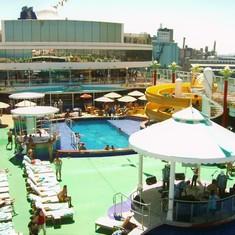 Pool & Sun Deck