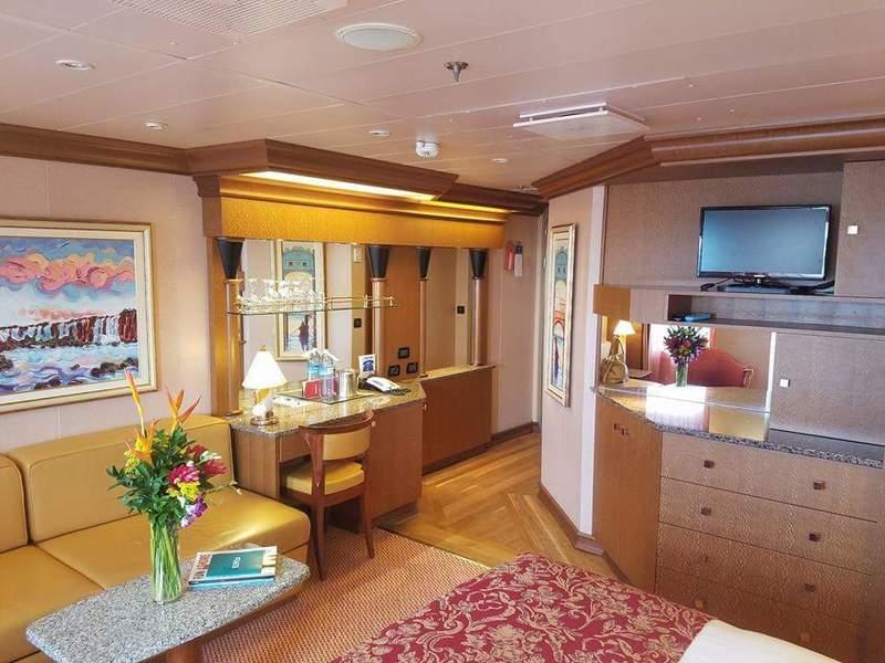 Suite 7230 On Carnival Splendor Category U3