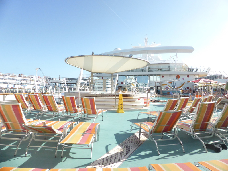 Poolside - Allure of the Seas
