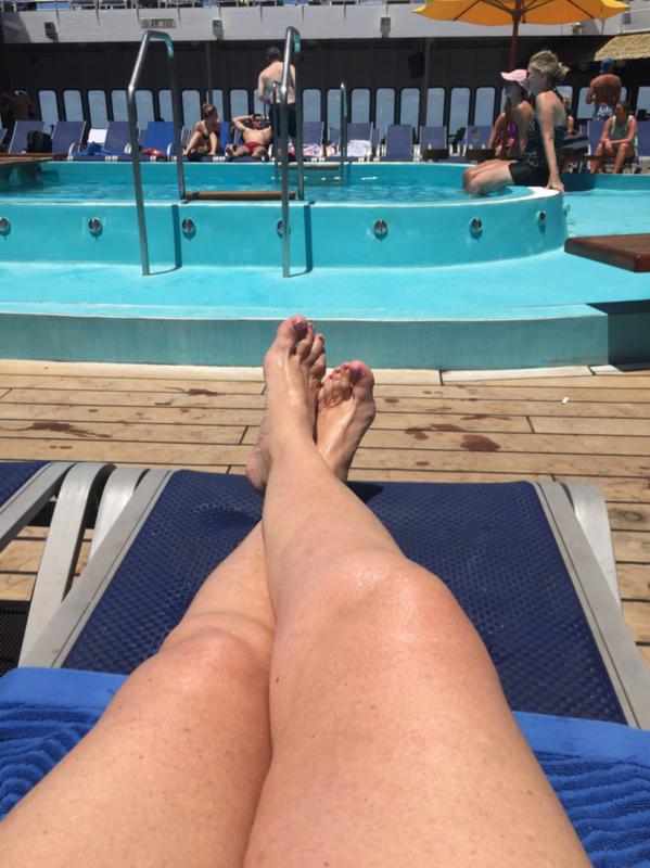Carnival Fantasy, Pools, Resort Style Pool