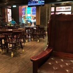 Globe and Atlas Pub on Allure of the Seas