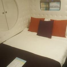 Studio Lounge on Norwegian Escape