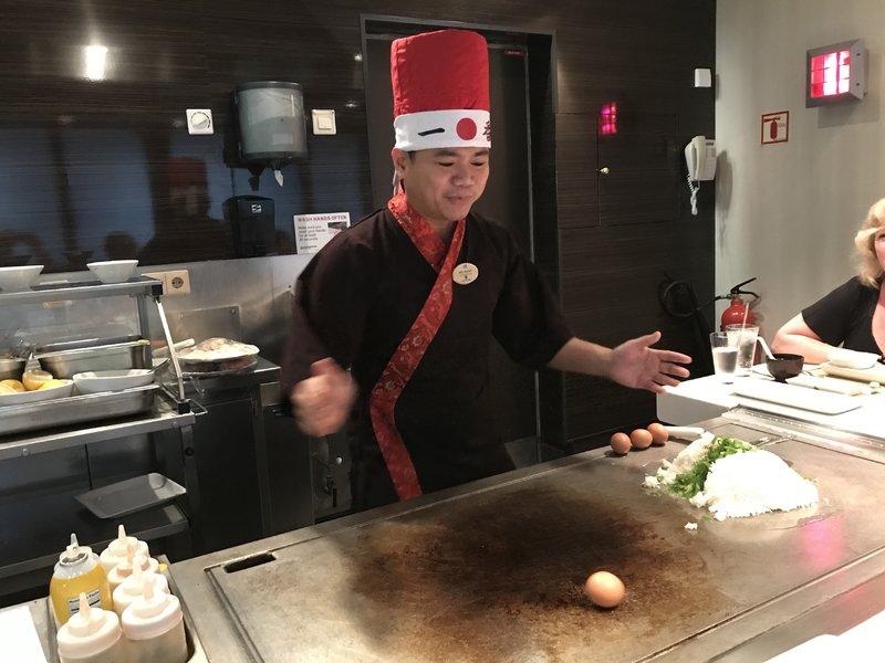 Teppanyaki hibachi grill fun! - Norwegian Star