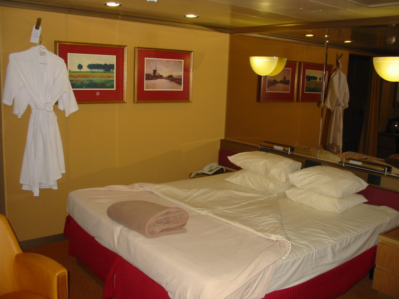 Signature Suite 1S: Zuiderdam. Overview · Reviews · Photos · Cabins ...