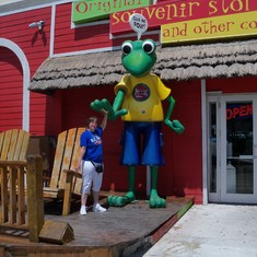 Nassau, Bahamas - Slap me five Senior Frog.