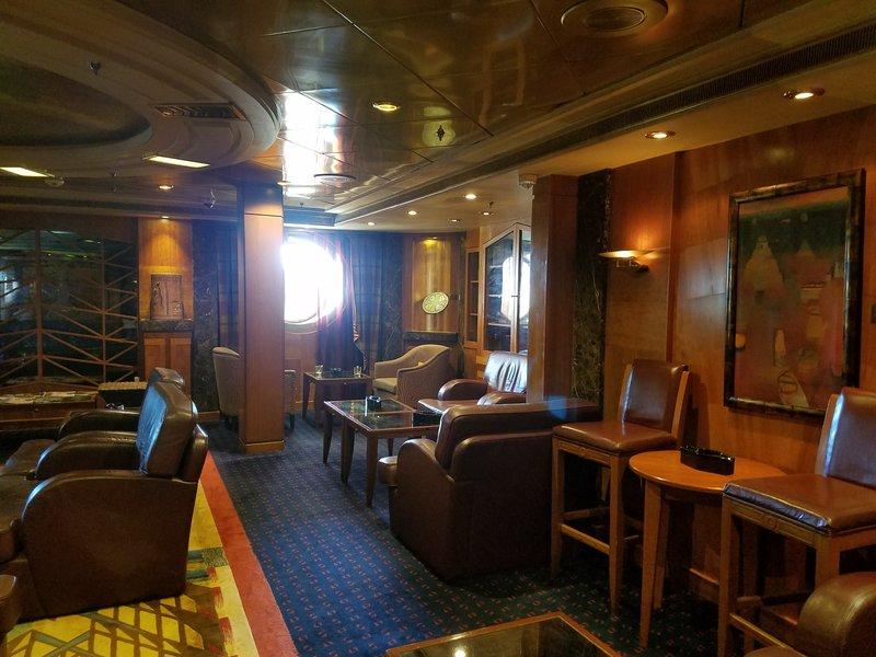 smoking lounge - Navigator of the Seas