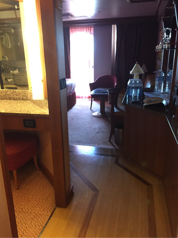 Suite 7377 on Carnival Dream, Category U3