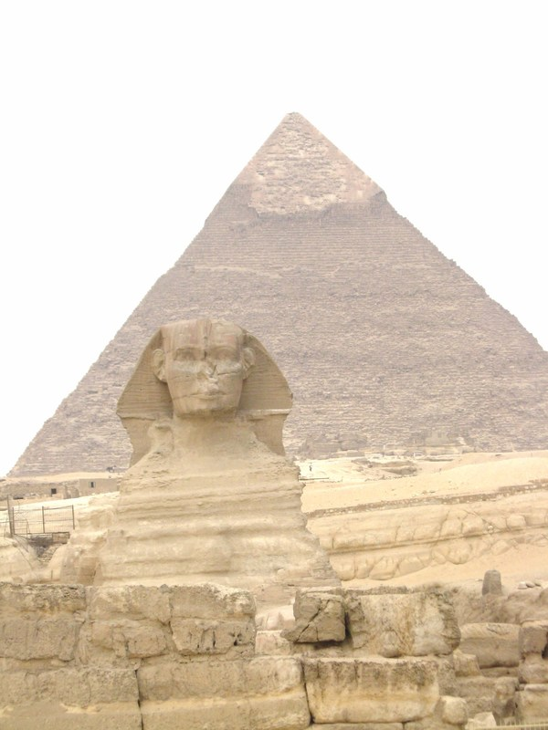 Sphinx and pyramid of King Kahfre. - Prinsendam