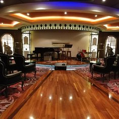Beautiful and Elegant, the Jazz Club is a treat for all of the senses.