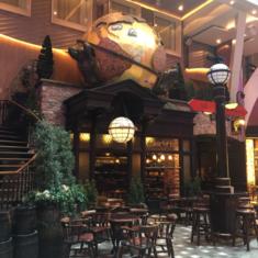 Globe and Atlas Pub on Oasis of the Seas