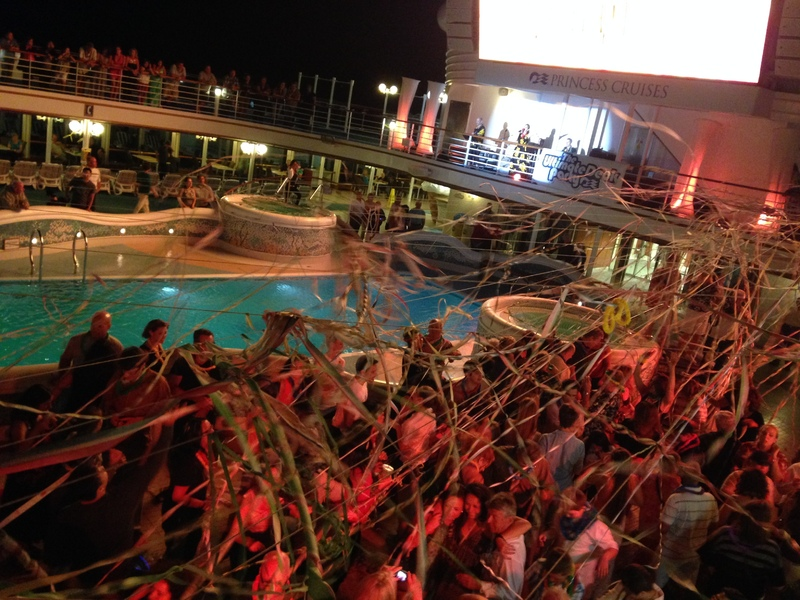Lido Deck Party - Sapphire Princess