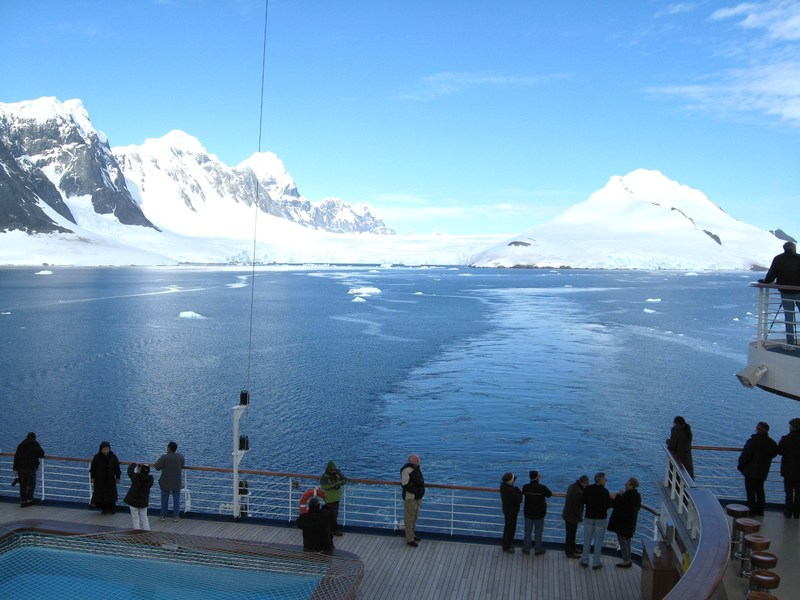 Hot day for Antarctica - Star Princess
