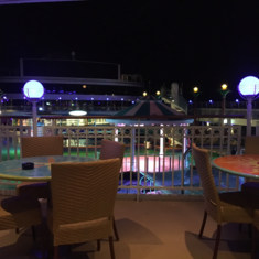 Waves Bar on Norwegian Gem
