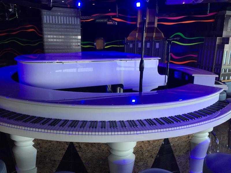 Piano bar - Carnival Elation