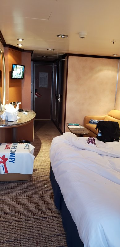 suite v5 on carnival fantasy  category yu