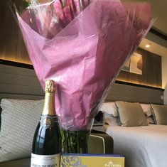 Flowers and champagne waiting for us in our cabin
