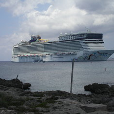 George Town, Grand Cayman - Beautiful huge ship.