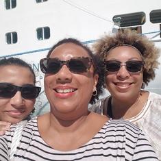 3 Cruising Divas
