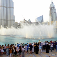 Mall od Dubai Water Fountain Show Set to Music