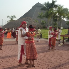 Local dancers at Puerta Chiapas