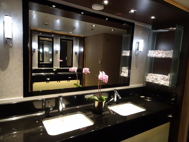 Public restroom - Koningsdam