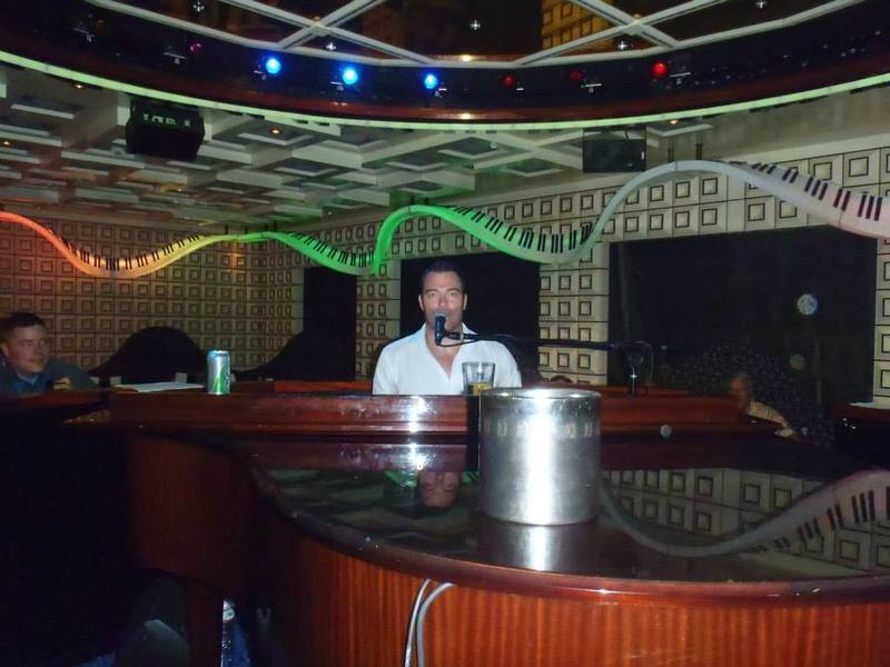 Piano Man in the Piano Bar....DIVINE - Carnival Liberty