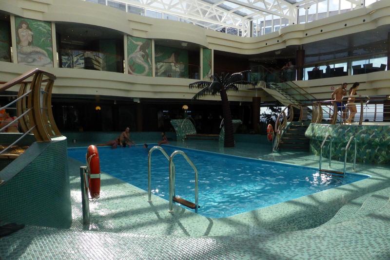 Pool - MSC Divina