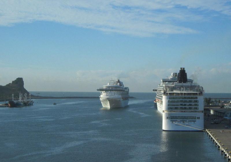 Photo Of Veendam Cruise On Dec 13 2015  Mazatlan 4 Ships