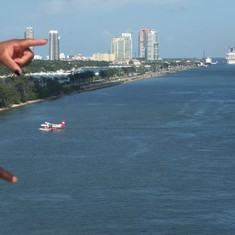 Carnival Victory is turning around so that we can leave the port!