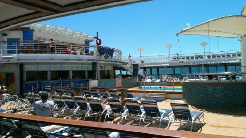 pool deck with snack bar - Brilliance of the Seas