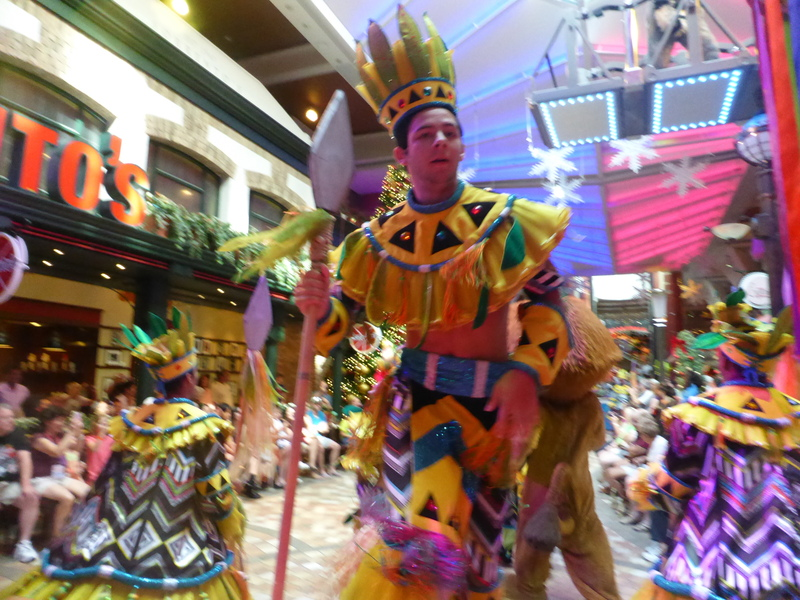 Parade - Royal Promenade - Allure of the Seas