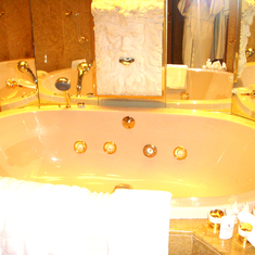 Bathtub in Penthouse Suite, aka Pinnacle Suite, Cabin 7001