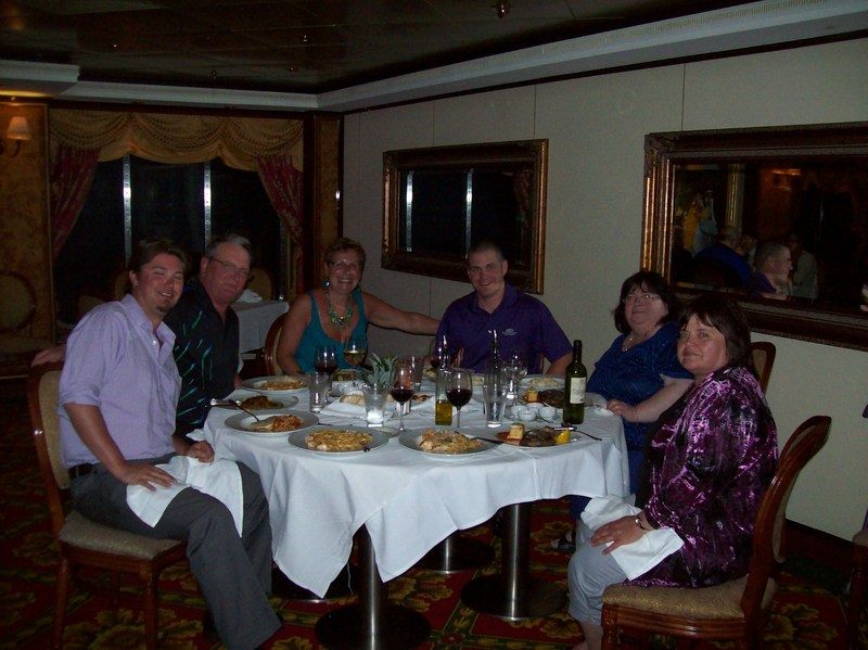 Family at dinner - Norwegian Dawn