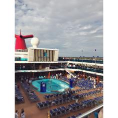 Waves Pool on Carnival Dream